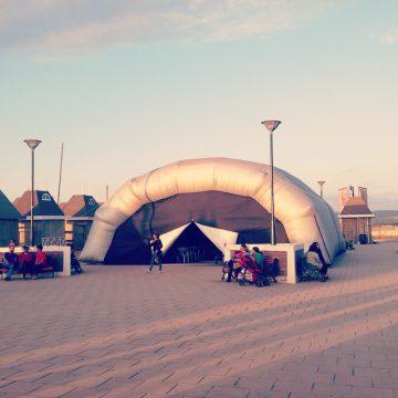 El domo inflable en la plaza de Pichilemu